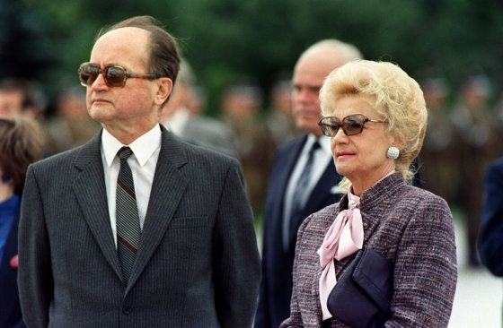 "AFP/""Scanpix"" nuotr./Wojciechas Jaruzelskis su žmona Barbara 1989-aisiais"
