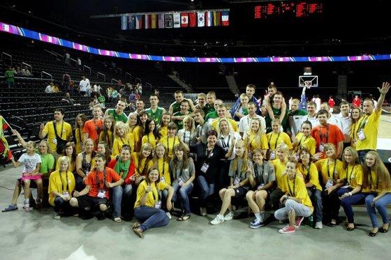 Savanoriai su krepšininkais po Europos čempionato