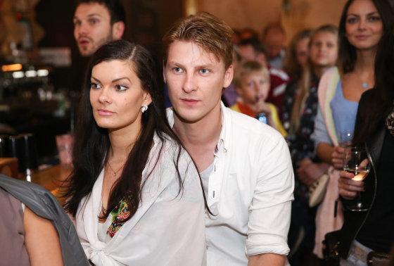 Luko Balandžio/Žmonės.lt nuotr./Justas Lapatinskas su žmona Migle