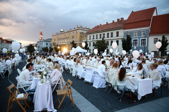 """Luko Balandžio/Žmonės.lt nuotr./""""Vakarienė baltai"""" Vilniuje"""