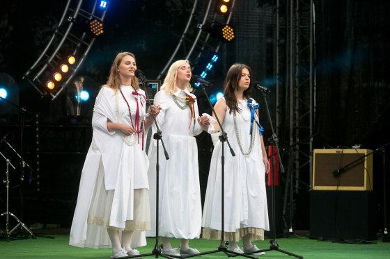 """Gretos Skaraitienės/Žmonės.lt nuotr./Koncerto """"""""Koks tu ir aš – tokia ir Lietuva"""" akimirka"""