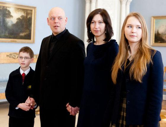 Gabrielius Liaudanskas-Svaras su žmona Rima bei vaikais