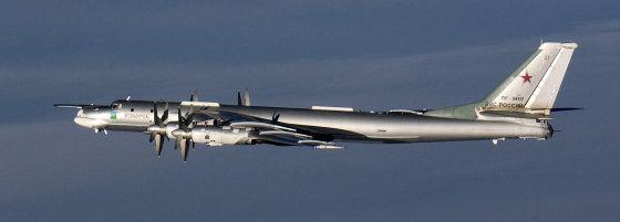 Suomijos karinių oro pajėgų nuotr./Rusijos bombonešis TU-95