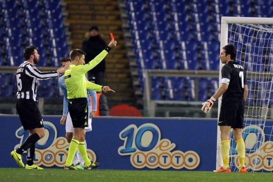 Gianluigi Buffonas gavo raudoną kortelę