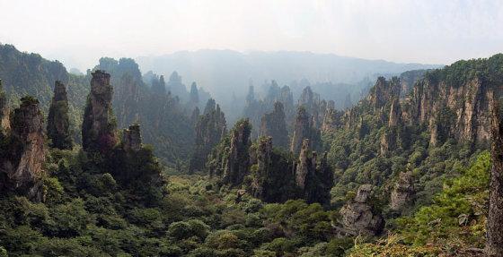 """Severino Staldero nuotr./ Wikimedia.org /""""Avataro"""" parkas Kinijos Zhangjiajie Nacionaliniame miškų parke"""