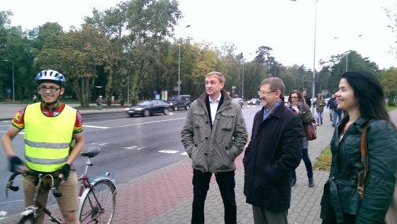 Klaipėdos visuomenės sveikatos biuro nuotr./Dviratininkas rytines Klaipėdos spūstis įveikė per tokį patį laiką, kaip autobusas