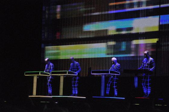 """""""Kraftwerk"""" pasirodymas / """"Positivus 2014"""" / Pauliaus Krampo nuotr."""