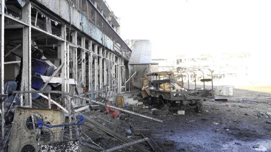 Slyvos nuotr./Donecko oro uosto terminalas beveik visiškai sugriautas.