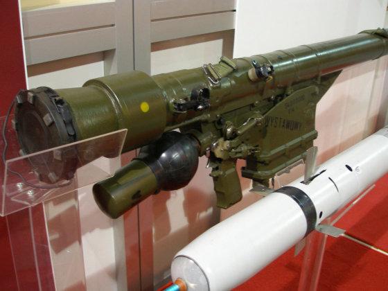 Lenkijos gynybos ministerijos nuotr./Lenkijoje gaminama nešiojama priešlėktuvinė raketinė sistema GROM.