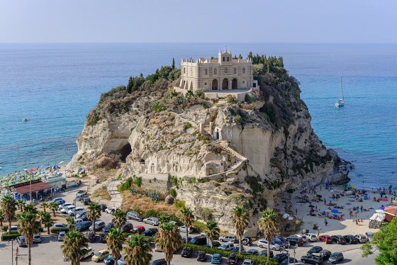 commons.wikimedia.org/Tropea paplūdimys