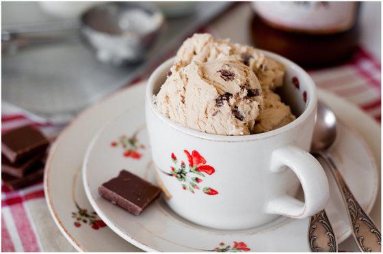 Astos Černės nuotr./Kavos ledai su pieniniu šokoladu