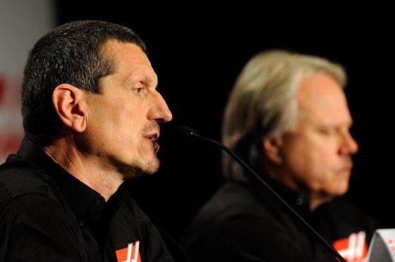 """AFP/""""Scanpix"""" nuotr./Guntheris Steineris ir Gene Hassas"""