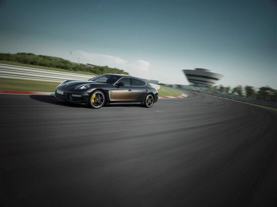 """Porsche"" nuotr./""Panamera Turbo S Executive"""