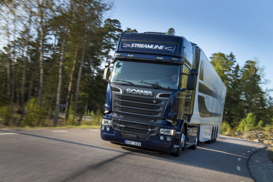 """""""Volvo"""" nuotr./""""Scania"""" vilkikai"""