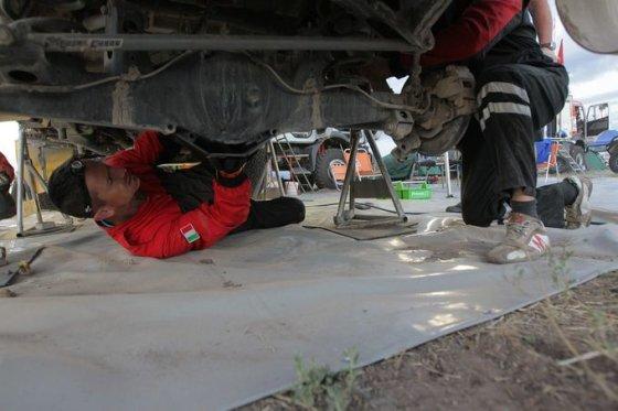 """""""Žalvaris – Dakar"""" nuotr./Lietuviai po antro greičio ruožo"""