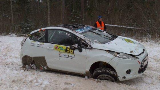 Komandos nuotr./L.Diržininko ir D.Strižano automobilis po avarijos
