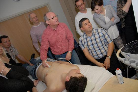 Karolinos Marcinkevičiūtės nuotr./LSMU Anesteziologijos klinikos vadovas Andrius Macas (pirmas dešinėje)
