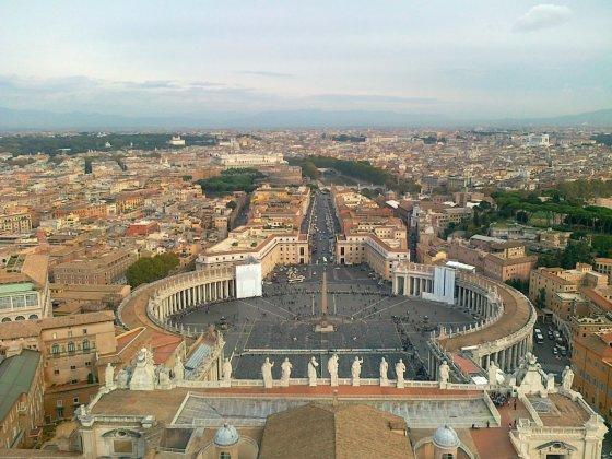 Vaizdas nuo Šv. Petro bazilikos į Vatikano aikštę ir Romą