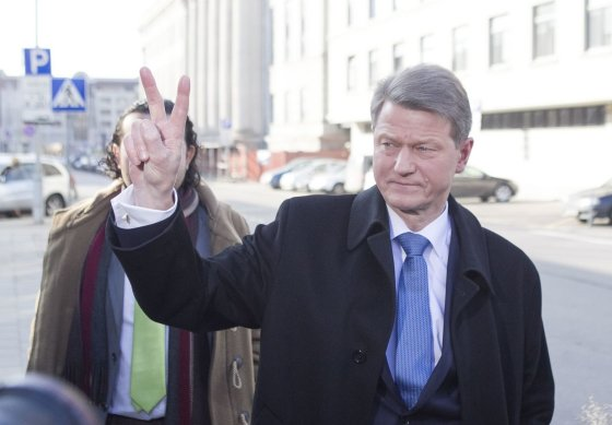 Irmanto Gelūno/15min.lt nuotr./Rolandas Paksas įteikė pareiškinius dokumentus dalyvauti prezidento rinkimuose.