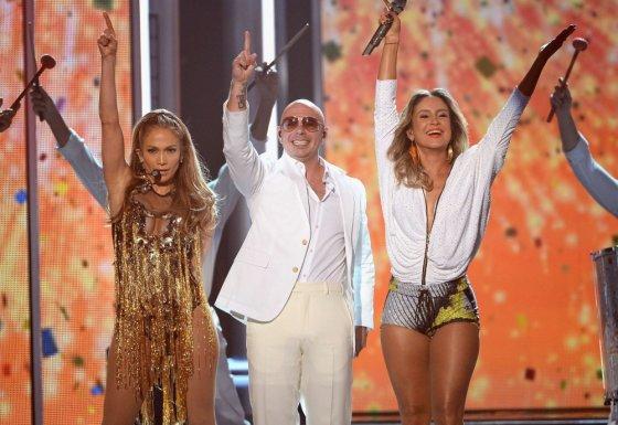 "AFP/""Scanpix"" nuotr./Jennifer Lopez, Pitbullis ir Claudia Leitte"