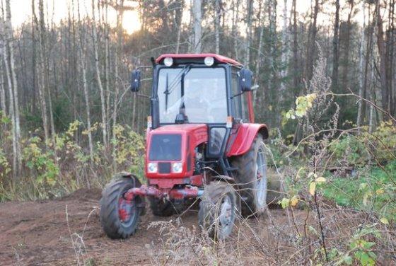 Sauliaus Chadasevičiaus/15min.lt nuotr./Baltarusiškas traktorius MTZ