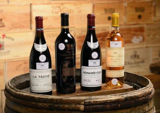 """AFP/""""Scanpix"""" nuotr./Vyno buteliai iš Prancūzijos premjero rūsio. tarp jų – ir """"Romanee-Conti 2004"""""""