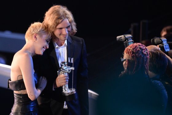 "AFP/""Scanpix"" nuotr./Miley Cyrus su buvusiu benamiu Jesse'iu"