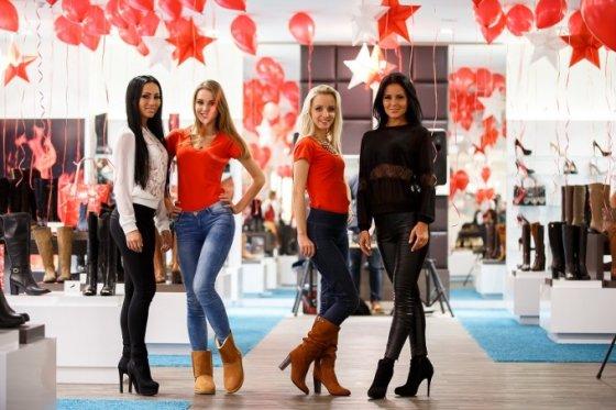 Asmeninio albumo nuotr./Greta Lebedeva, Paula Čepulinskaitė, Rosita Juškaitė ir Indrė Burlinskaitė