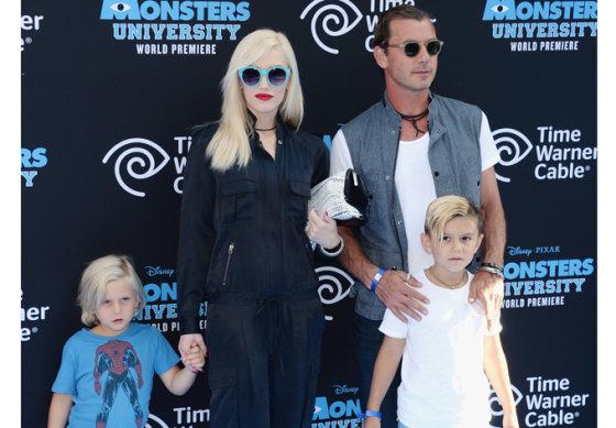 """Scanpix"" nuotr./Atlikėja Gwen Stefani su vyru ir sūnumis"