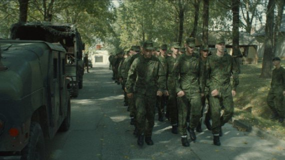 """Kadras iš filmo/Šauktiniai savanoriai (kadras iš N.Medutytės filmo """"Siena – tarp Rytų ir Vakarų"""")"""