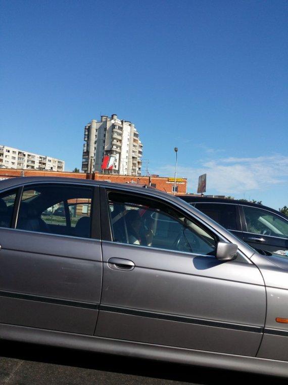 Vilniaus apskrities policijos nuotr./Kalbėjimas telefonu prie vairo
