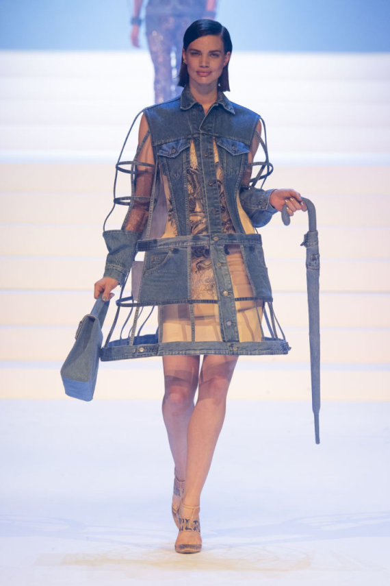 """""""Scanpix""""/""""SIPA"""" nuotr./""""Jean Paul Gaultier"""" 2020 m. pavasario ir vasaros kolekcijos modelis"""