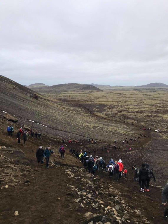 Donato Arlausko nuotr./Prie ugnikalnio keliauja daugybė žmonių