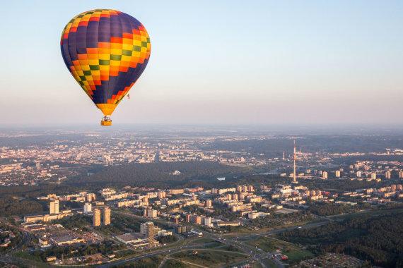 Luko Balandžio / 15min nuotr./Vakarinis skrydis oro balionu virš Vilniaus