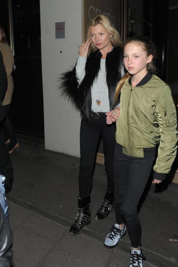 Vida Press nuotr./Supermodelis Kate Moss su dukra Lila Grace
