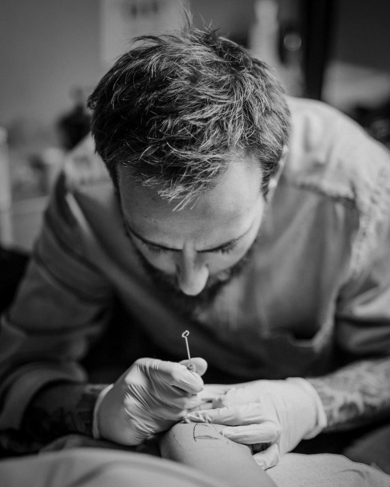 """""""Angis tattoo"""" nuotr./Tatuiruočių meistras """"Juodi dygsniai"""", Gediminas Zubas"""