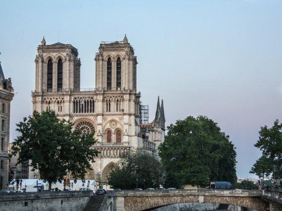 Viktorijos Karsokaitės nuotr./Paryžiaus Dievo Motinos katedra praėjus dviem mėnesiams po gaisro