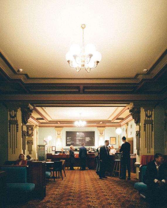 Igno Nefo nuotr./Elegantiškas Filharmonijos kavinės interjeras
