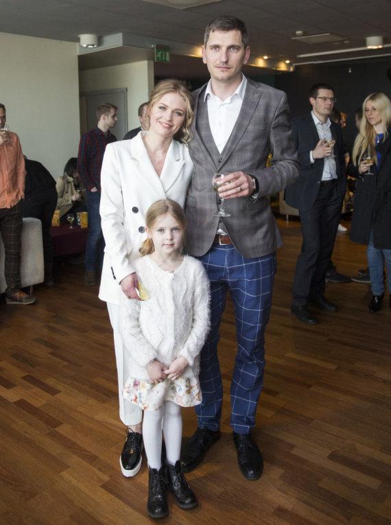 Luko Balandžio / 15min nuotr./Agnė Grudytė ir Saulius Sėjūnas su dukra