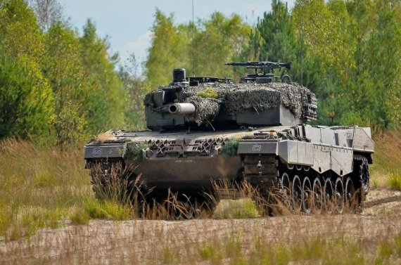 """Lenkijos kariuomenės nuotr./Tankai """"Leopard"""""""