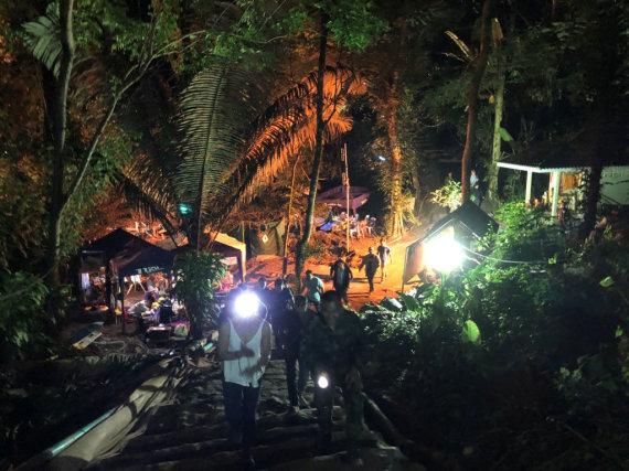 """""""Reuters""""/""""Scanpix"""" nuotr./Gelbėjimo operacija Tailande"""