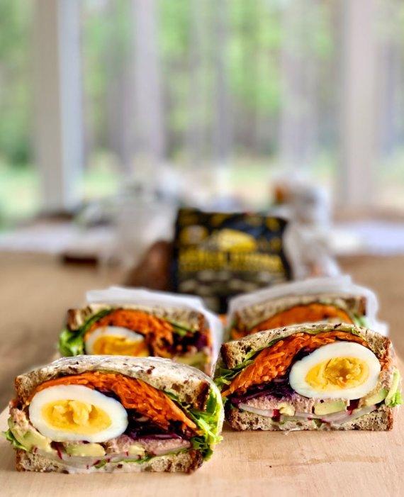 Sotus japoniško stiliaus sumuštinis su kiaušiniu
