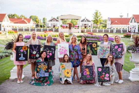 Organizatorių nuotr./Viktorijos Jakučinskaitės tapybos pamoka