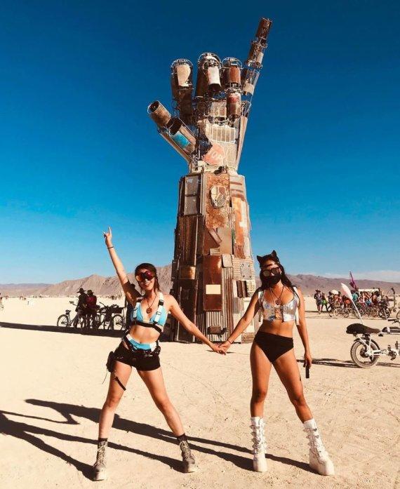 """""""Instagram"""" nuotr./""""Burning Man"""" festivaliautojai"""