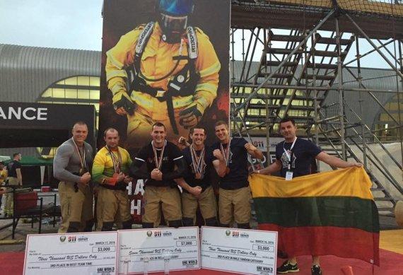 """PAGD nuotr./ Lietuvos ungiagesiai pasaulio stipriausių ugniagesių varžybose """"Challenge 911""""."""