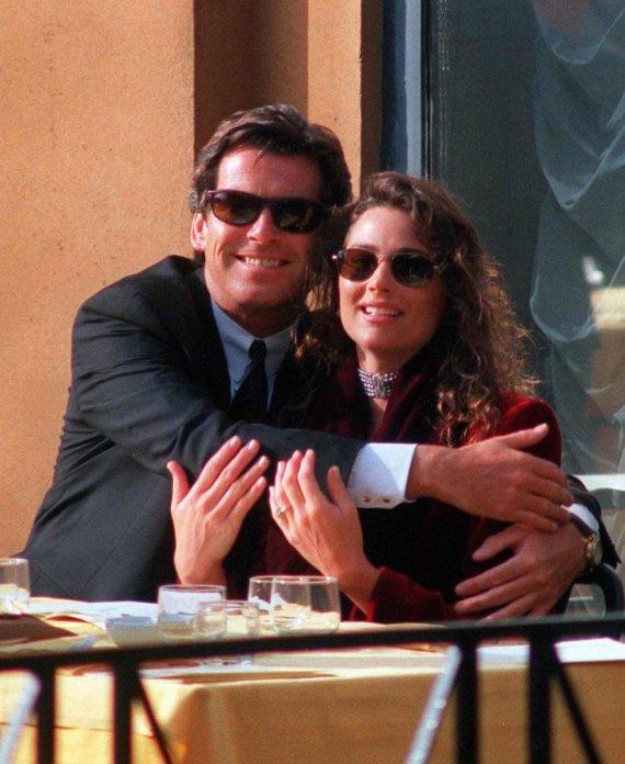 Vida Press nuotr./Pierce'as Brosnanas su žmona Keely Shaye Smith (1996 m.)