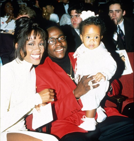 AOP nuotr./Whitney Houston ir Bobby Brownas su dukra Bobbi Kristina Brown (1994 m.)