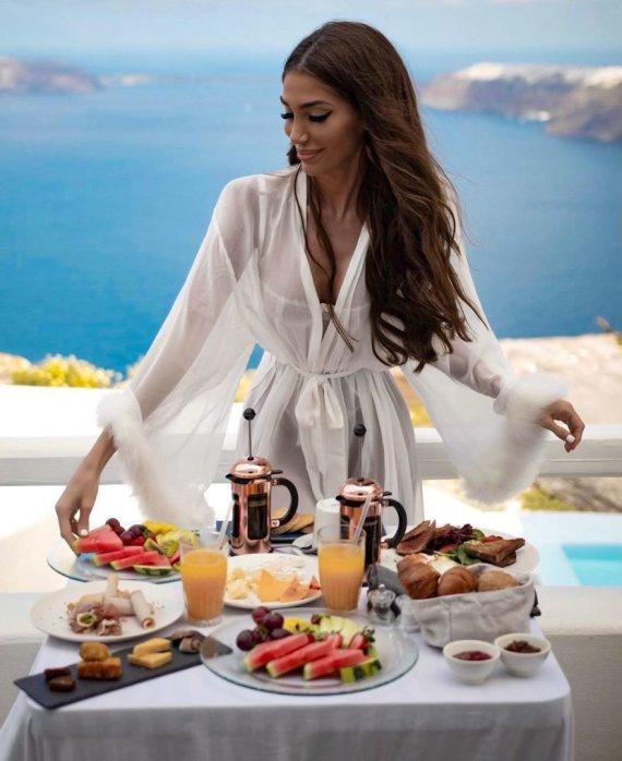 """""""Instagram"""" nuotr./ Ana Jovanovic mėgaujasi atostogomis ir egzotišku maistu Graikijoje"""