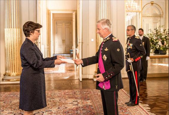 Užsienio reikalų ministerijos nuotr./Lietuvos ambasadorė Belgijoje Rita Kazragienė įteikė skiriamuosius raštus Belgijos karaliui Filipui.