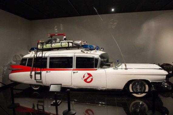 Wikimedia nuotr./1959-ųjų Cadillac Ecto-1 – Vaiduoklių medžiotojų automobilis, kuris originaliai buvo pagamintas kaip greitosios pagalbos mašina